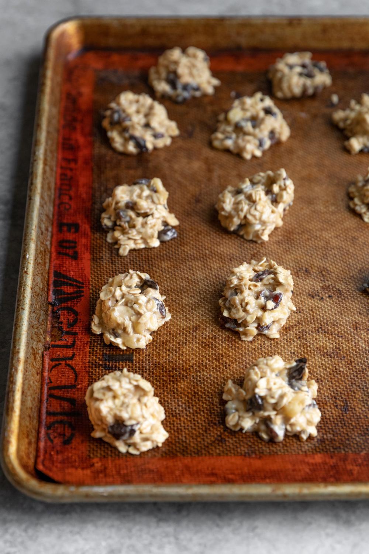 vegan oatmeal raisin cookies