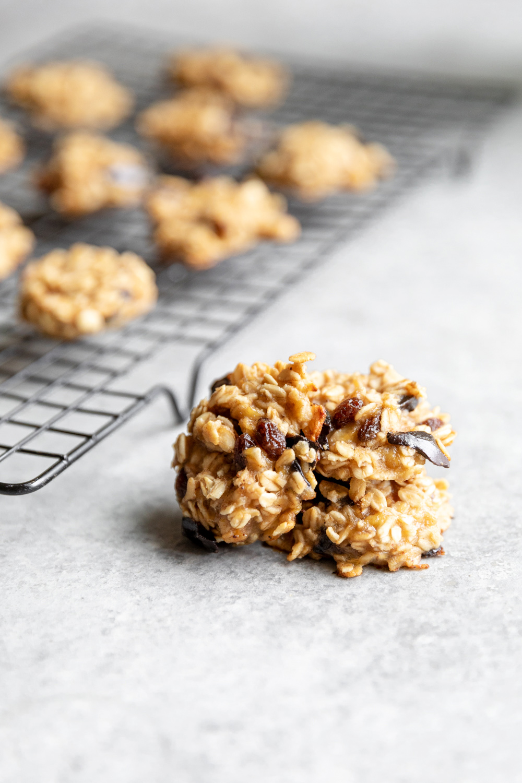 4 ingredient vegan oatmeal raisin cookies